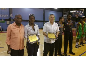 Un bel hommage a été rendu à Alain Garos lors du match entre le CFBB et une sélection de la Guadeloupe
