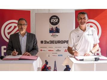 David Lazarus, Maire de Chambly, co-président du groupe sport de l'AMF et Jean-Pierre Siutat, président de la FFBB
