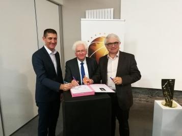 Jean-Pierre Siutat (FFBB), Marc Goua (Trélazé) et Alain Béral (LNB)