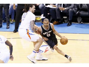 Parker et les Spurs reprennent l'avantage
