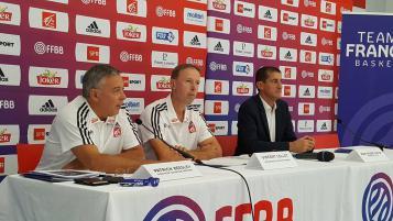 Patrick Beesley, Vincent Collet et Jean Pierre Siutat lors de la conférence de presse de l'Equipe de France - GKI/FFBB