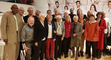 Elisabeth Riffiod en compagnie de son fils Boris, le président de la FFBB, Jean-Pierre Siutat et les membres du club des internationaux