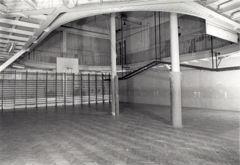 Le gymnase de la Rue de Trévise (Crédit photo : Musée du Basket)