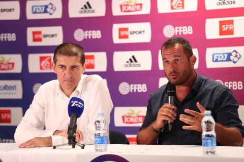 """Jean-Pierre Siutat (Président FFBB), a signé une convention de trois ans avec l'assocation """"Colosse Aux Pieds d'Argile"""" dans le cadre du match de préparation à l'EuroBasket : France-Tunisie à Pau, le samedi 5 août 2017"""